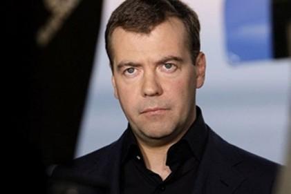 Д. Медведев неувидел серьёзных трудностей сзарплатами учителей